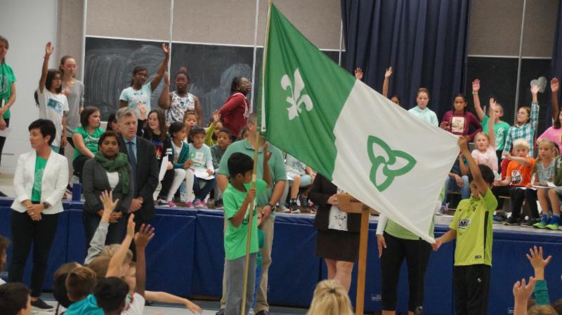 Raising the Franco-Ontarian Flag is a school gym