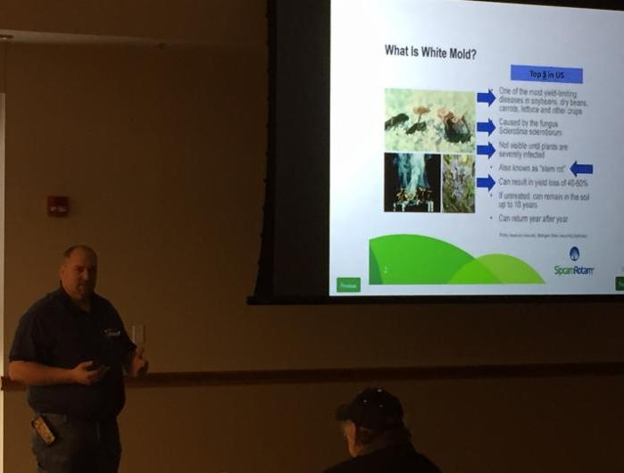 White mold discussion at grower meeting
