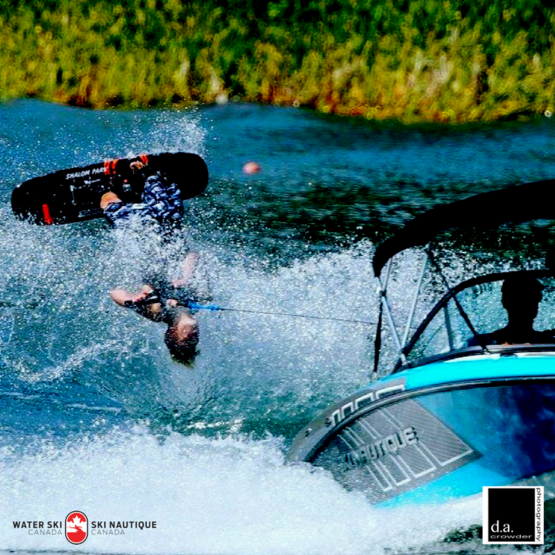 What's Up in Water Sports this Month/ Que se passe-t-il dans