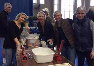 Family volunteers at End Hunger 3.6