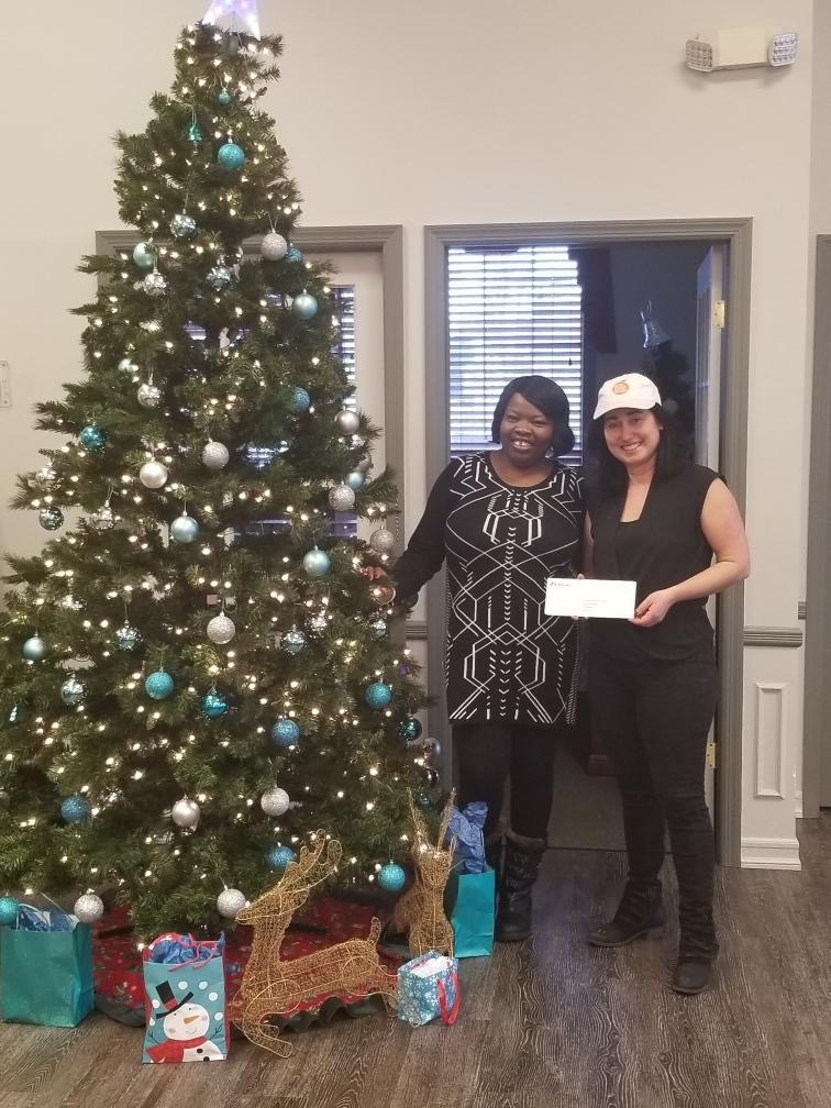 Shayna Schmidt accepts BCB Bank donation