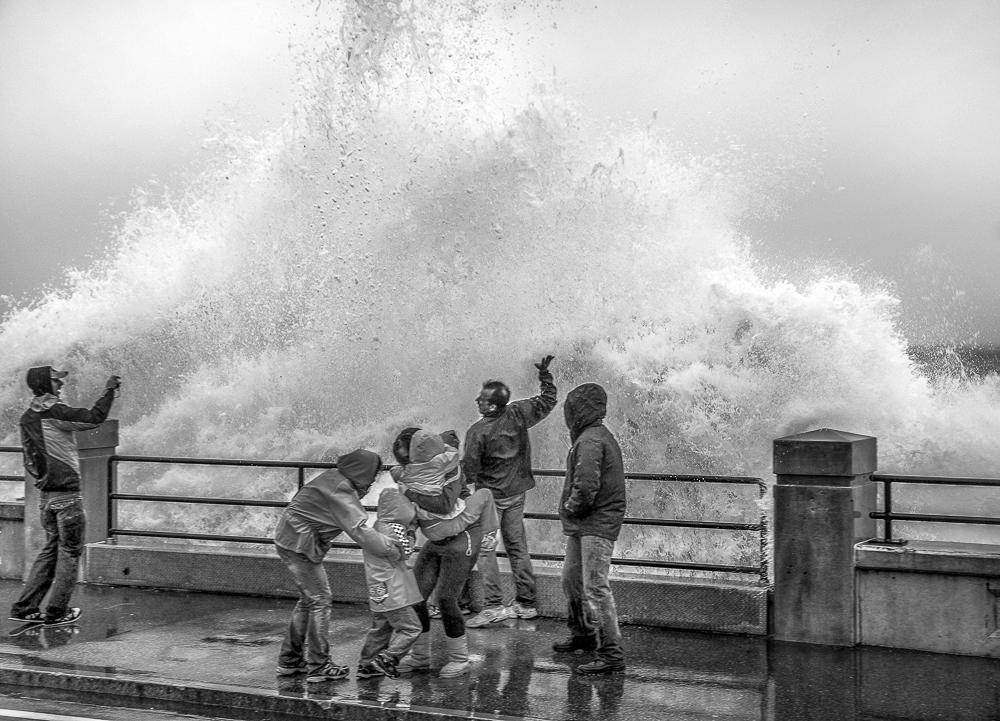 kids and ocean wave