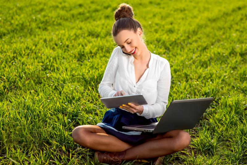 young_woman_work_outside.jpg