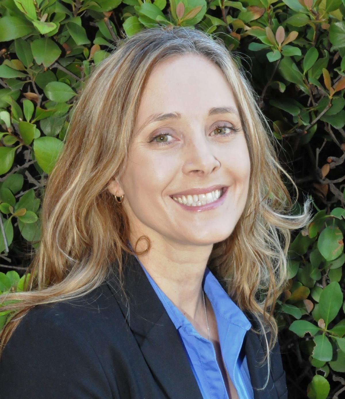 Headshot of Rebecca Hartzell