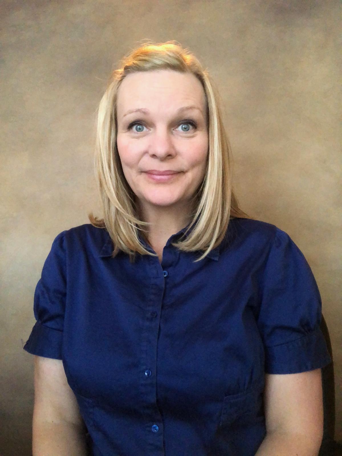 headshot of Holly Nelson