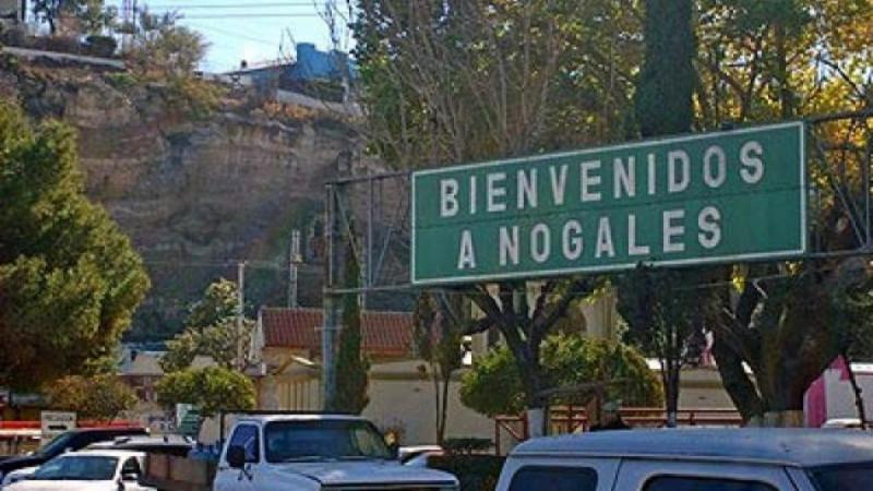 sign that says bienvenidos a nogales