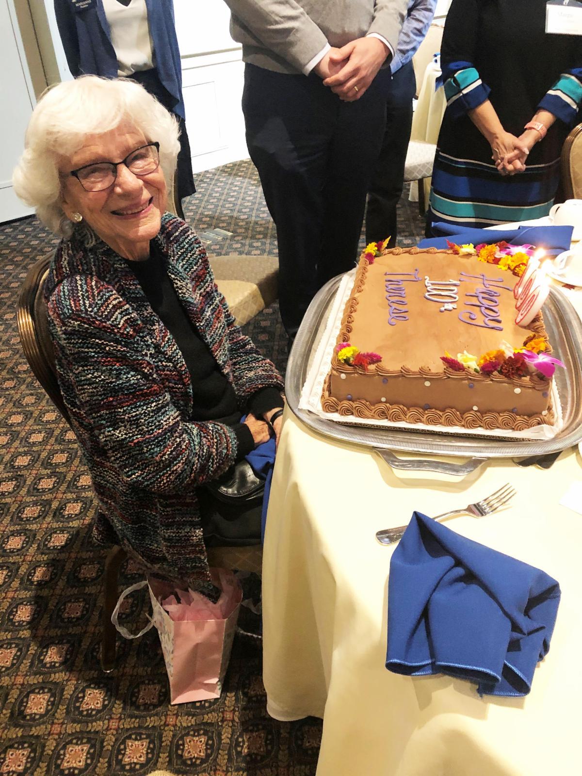 berg with birthday cake
