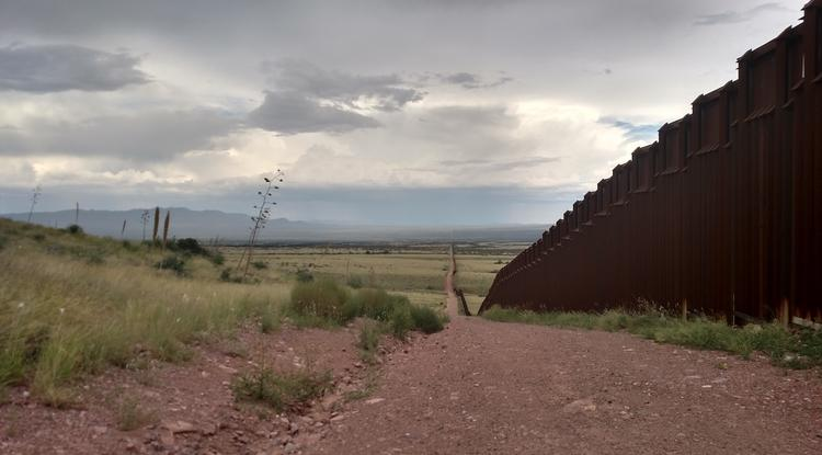 borderlands divided by border wall