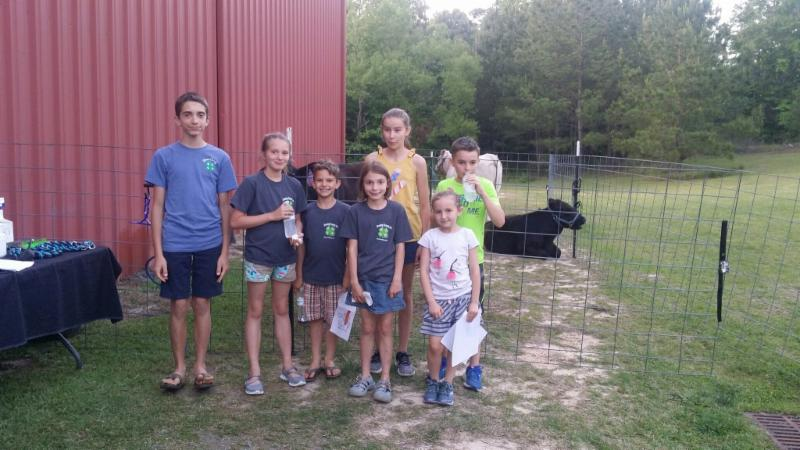 4-H members visiting a farm