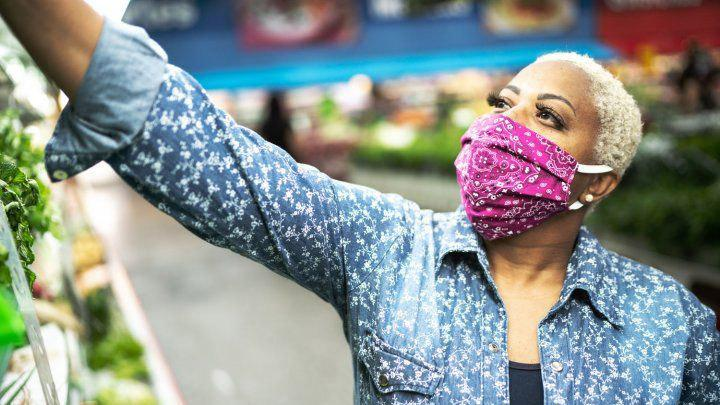 Woman wearing a mask in a grocery store