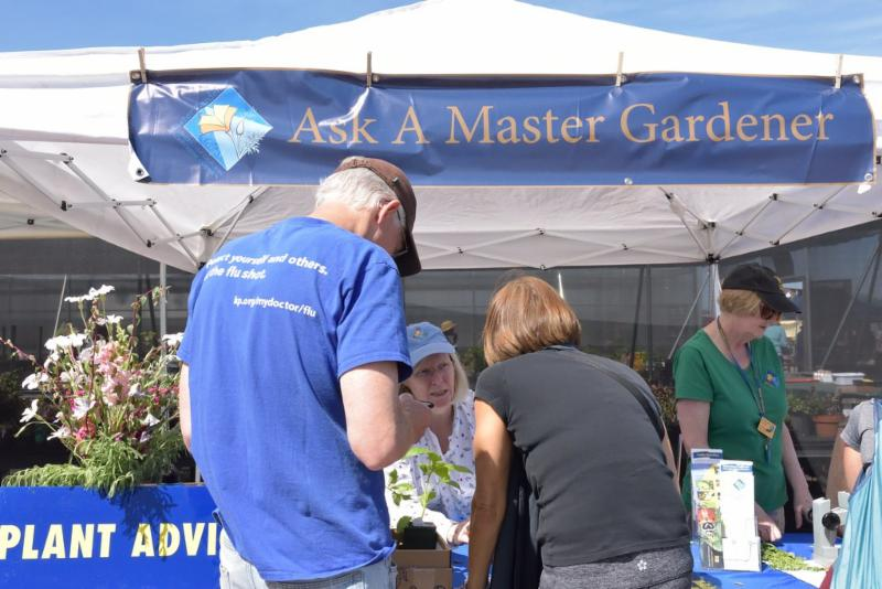Ask a Master Gardener Booth by Tuan Hoang