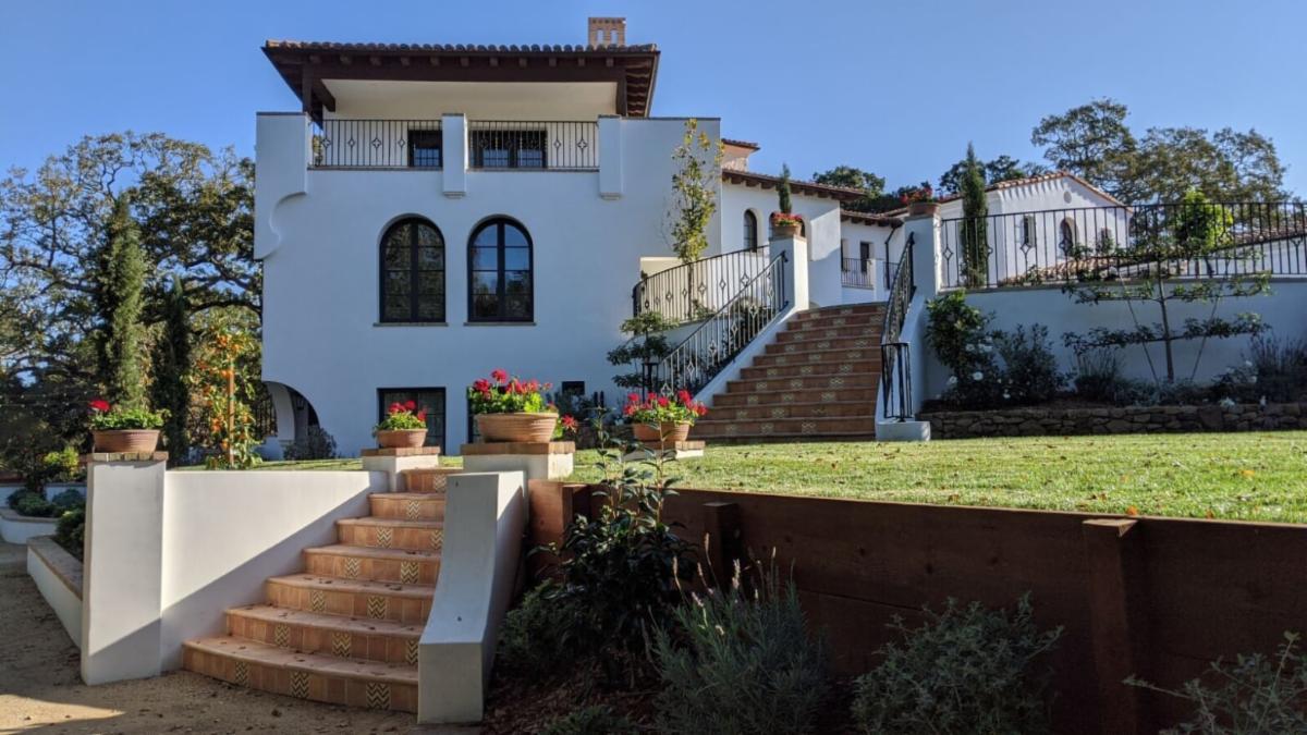 Private Estate Oak Lawn