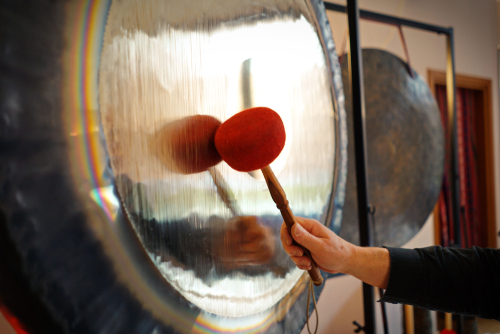 Sound therapy with gong_ It is important to be completely relaxed in order to be able to accept the sound and vibration of Gong to the fullest.
