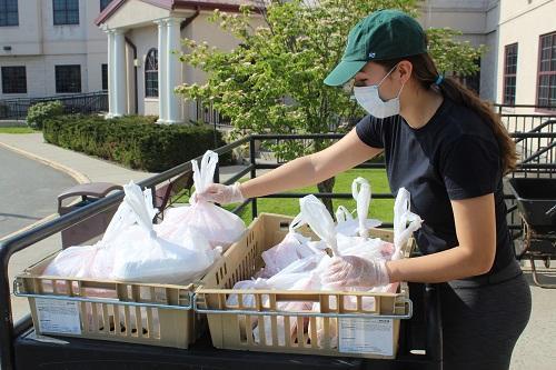 Volunteer at Family Promise of Bergen County walk-in dinner program