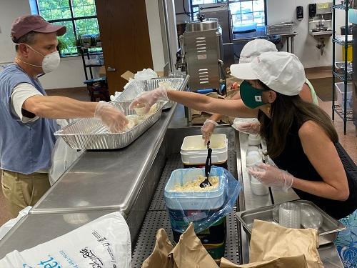NJ first lady volunteers at Family Promise walk-in dinner
