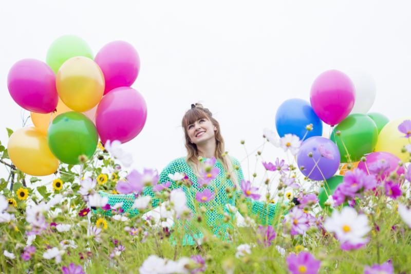 girl_baloons.jpg
