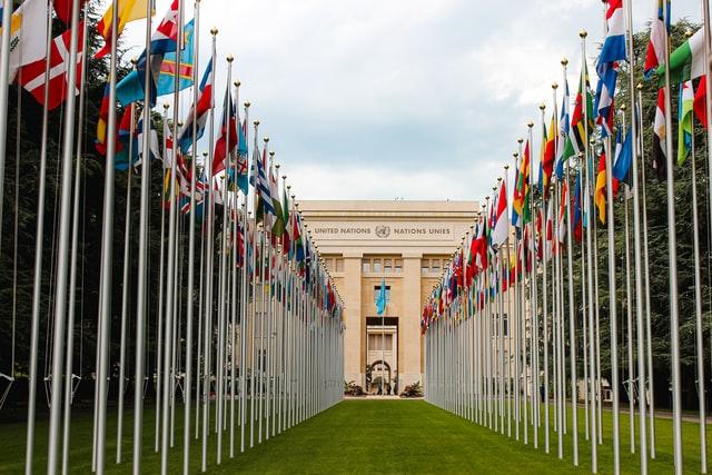 UN-building-flags