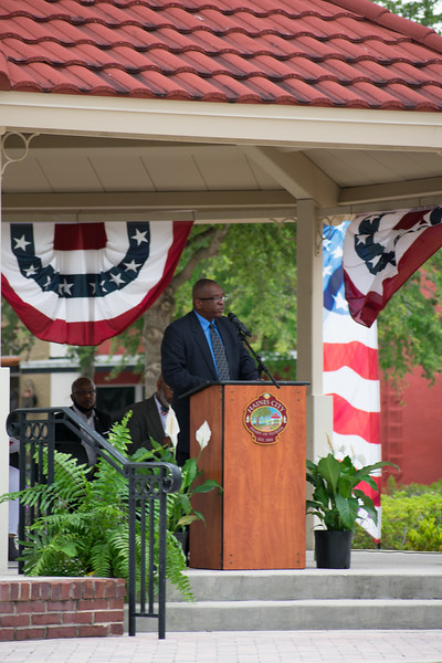 Photo of Mayor West speaking at Memorial Day Ceremony 2018