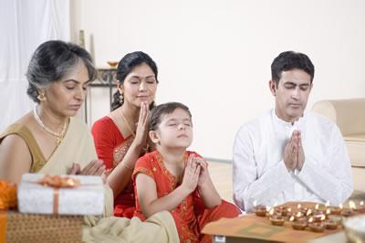 indian-family-praying.jpg