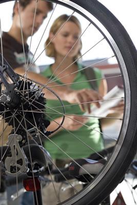 couple-buying-bike.jpg