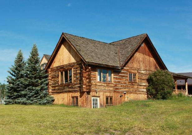 The Cariboo Log Home