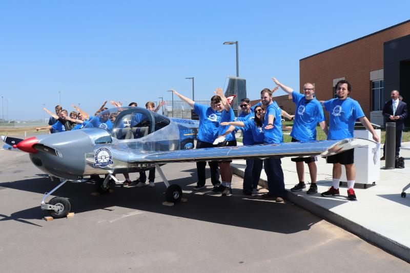 Students pose with the RV-12