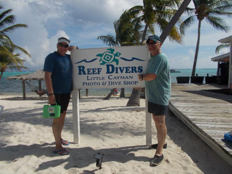 Reef Divers Sign