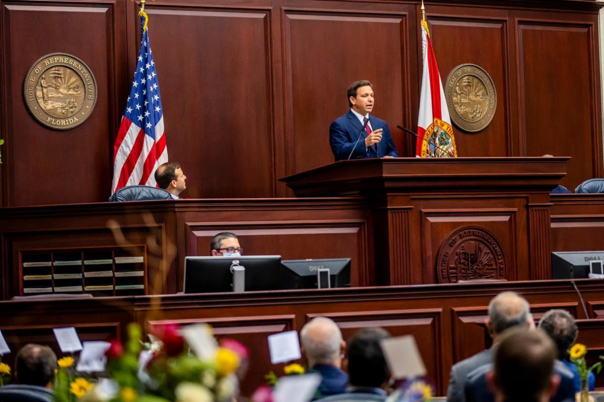 Picture of Governor Ron DeSantis speaking to the legislature at the beginning of the 2021 Legislative Session.