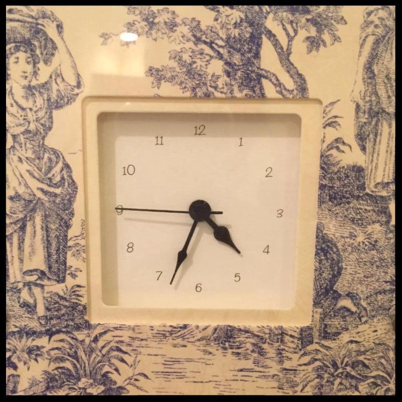 toile clock