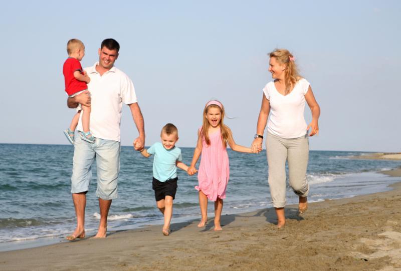 family_at_beach_2.jpg