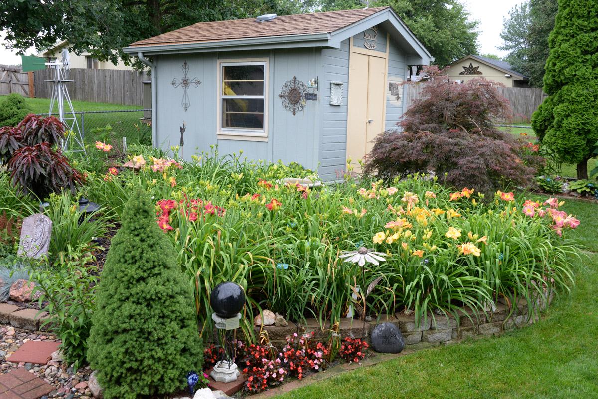 Hansen garden scene