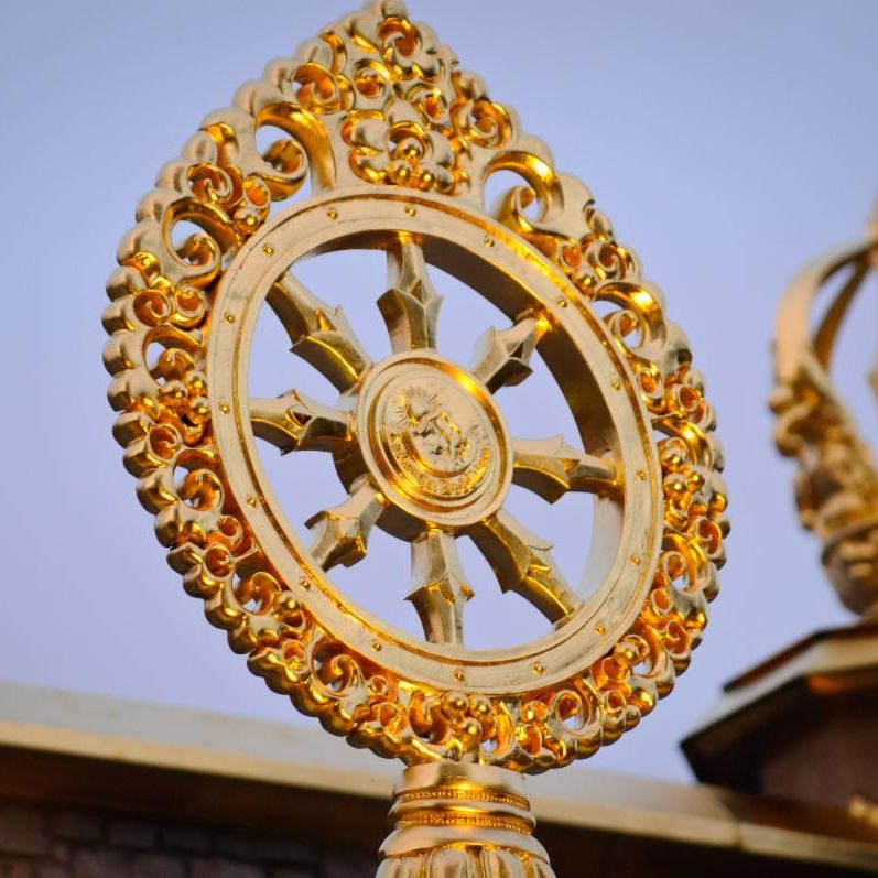 Dharma-wheel-and-vajra-atop-Temple.jpg