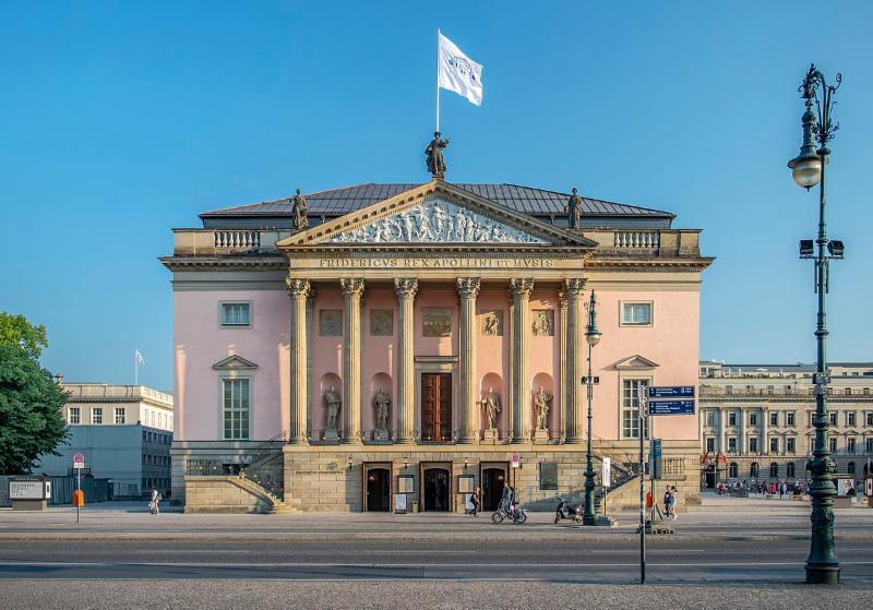 1200px-Berlin_-_Staatsoper_Unter_den_Linden.jpg