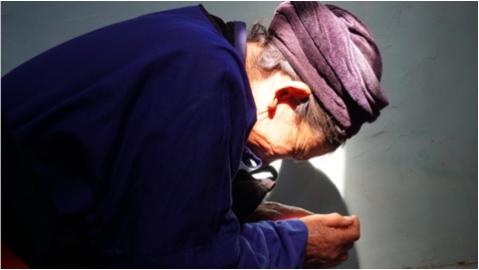 Believer praying at dedication of Gan Yi trial OT.png