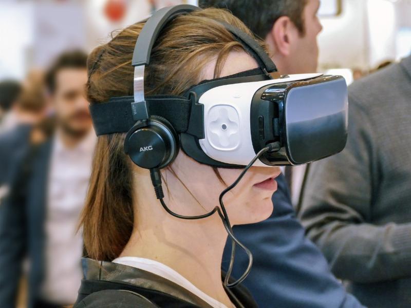 Looking at a Virtual Hand
