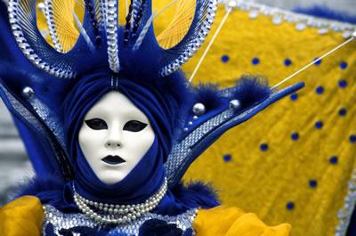 white-mask-costume.jpg