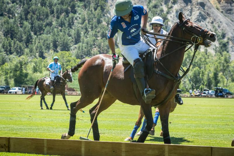 Salvador Ulloa of Los Amigos Blue works the sideboards with Nacho Figueras defending.