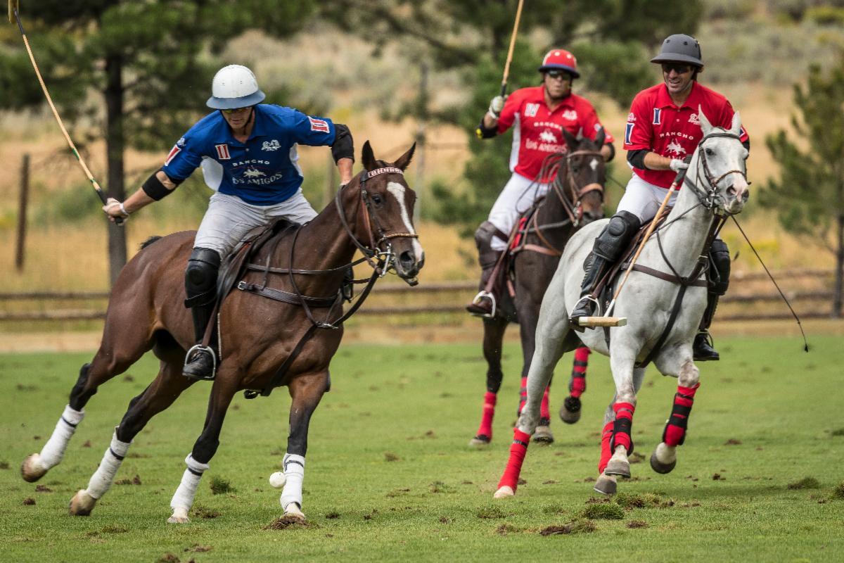 Los Amigos Red_s Tincho Merlos and Paul Foster double team Alfredo Bigatti of Los Amigos Blue.