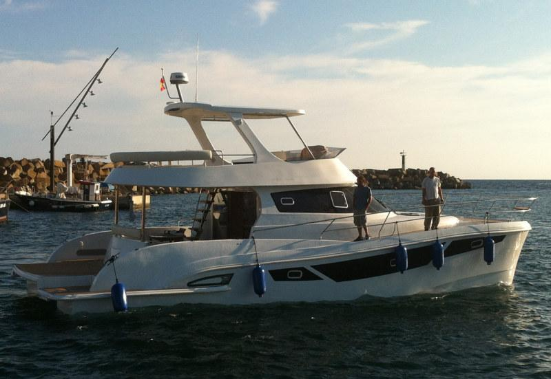 FLASH CAT 47 Power Catamarans:  Reach up to 27 Knots with reduced fuel consumption