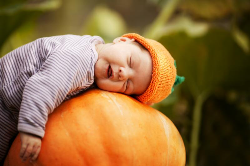 baby_sleeping_on_pumpkin.jpg