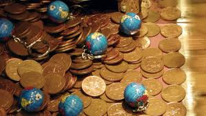 Pile of pennies with globe keychains