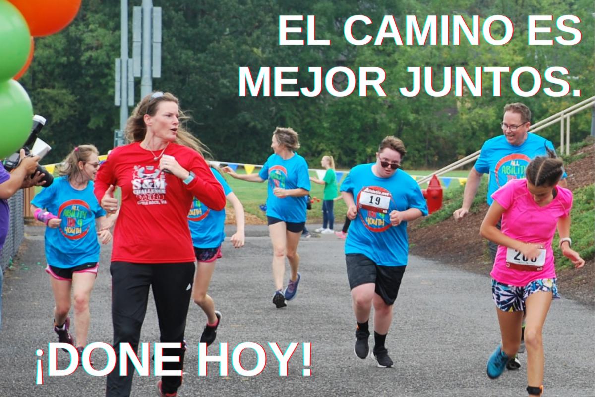 EL CAMINO ES MEJOR JUNTOS. ¡DONE HOY!  Niños corriendo una carrera con amigos y familiares.