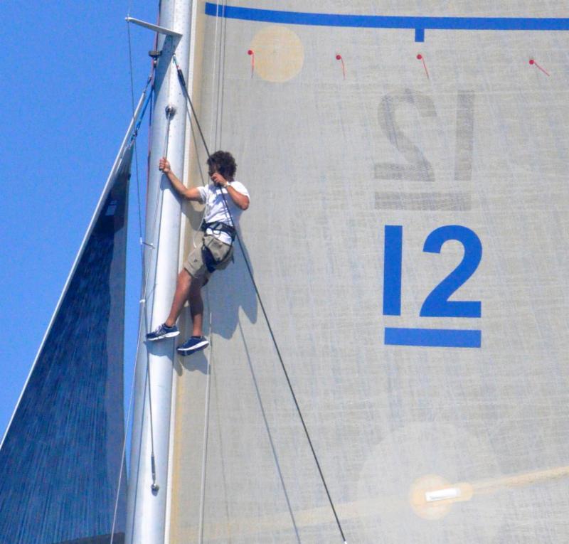 12mR Crew aloft