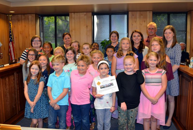 Grapevine Garden Growers Club receive certificate from Board of Education