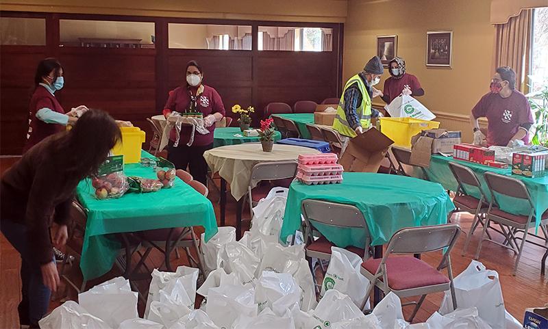 volunteers sorting food