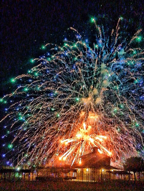 Photo of fireworks exploding over Palmetto Bay Park.