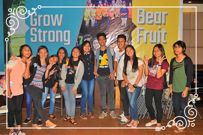 Elecil (2nd from left) with ISCF students from Bacolod City National High School
