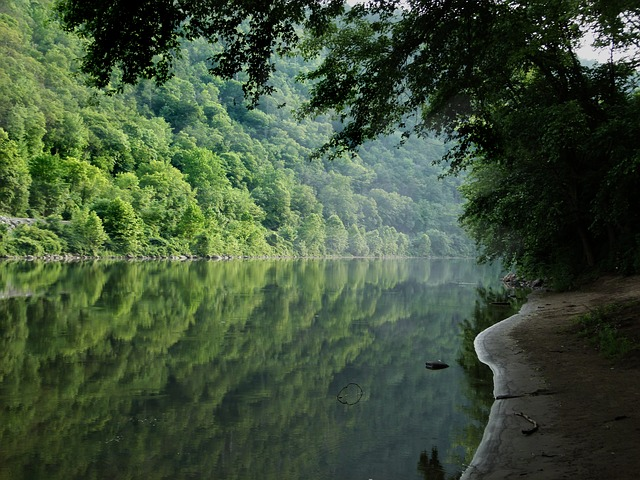 image of river in delaware water gap national recreation area