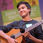 Joven guitarrista haciendo su audici_n para TJGS.