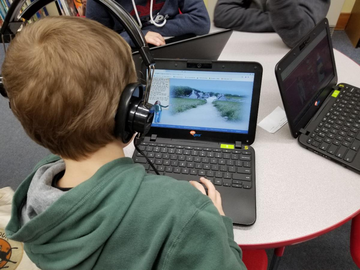 Fifth and 6th graders take part in Thanksgiving interactives on the Plimoth Plantation website.